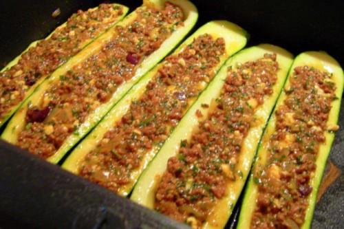 Gefüllte zucchini hackfleisch überbacken